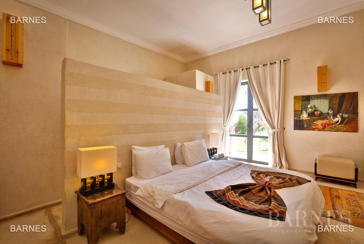 Luxurious contemporary villa located 15 minutes from downtown towards Fez picture 5