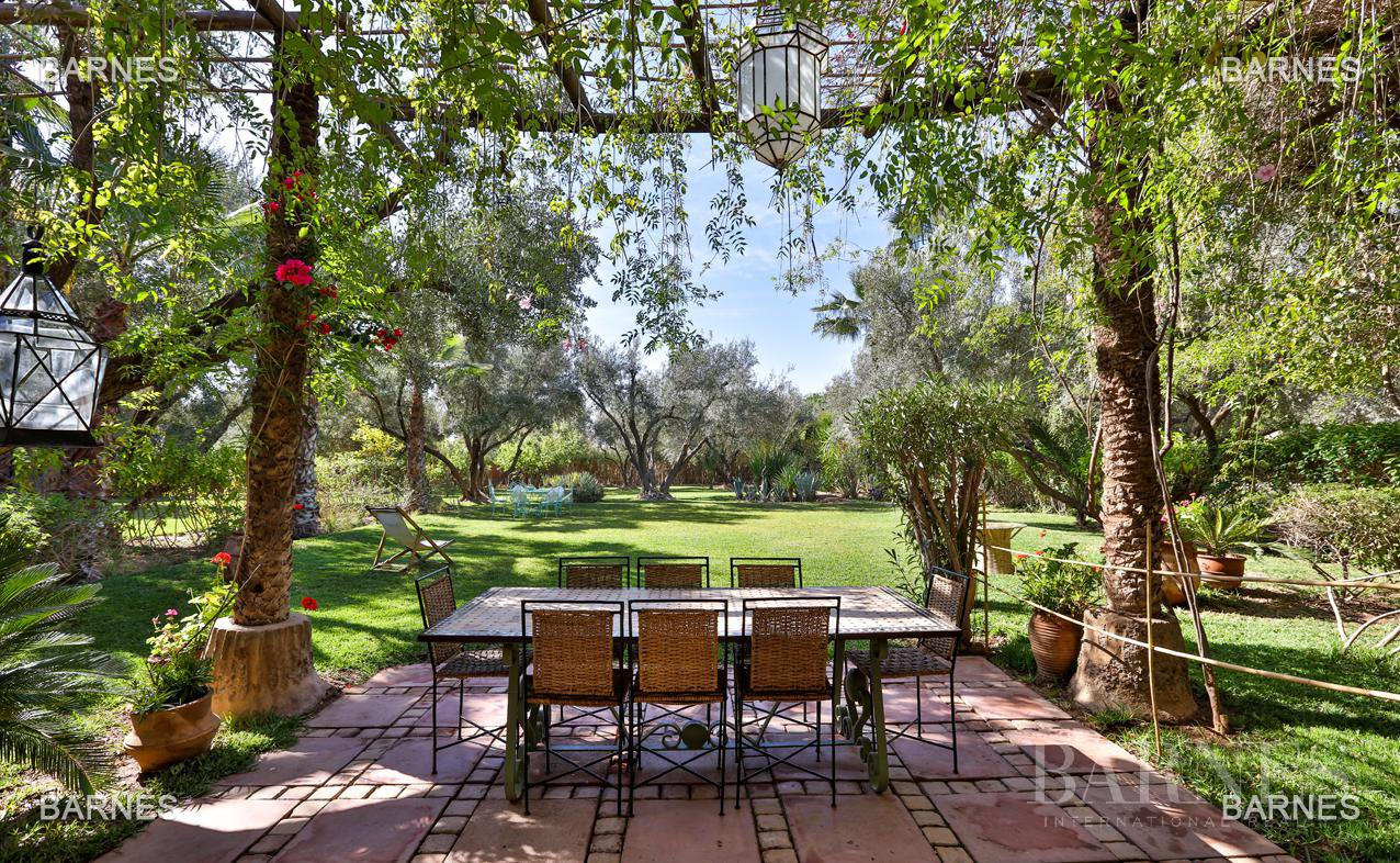 Very beautiful property of Moorish style with great opening implanted in an oasis of 2 hectares, combining comfort and style, 6 rooms and 2 swimming pool. picture 14