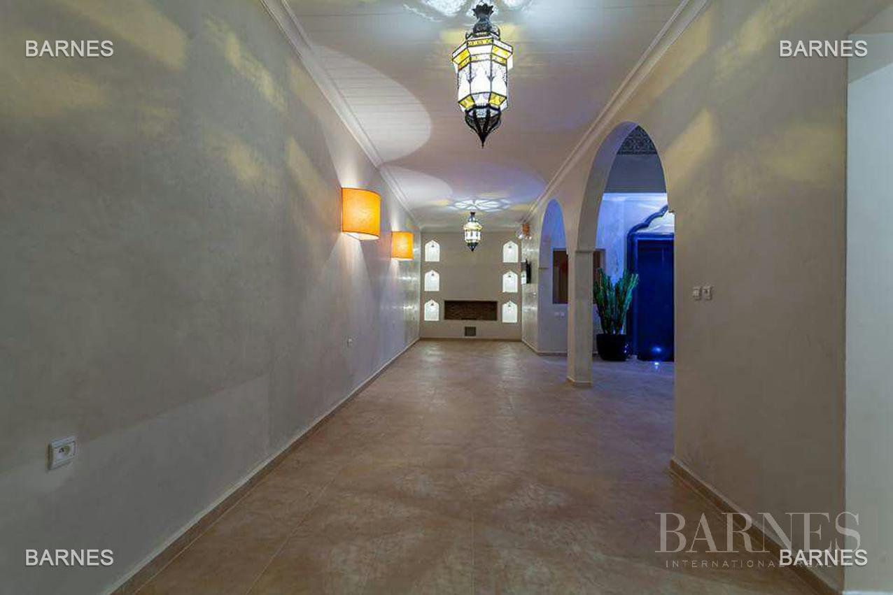 Riad new, new construction, Bab Doukkala, 5 large bedrooms, 2 suites, 7 bathrooms, patio fountain, living room fireplace, dining room, terrace. Ideal for guest house. picture 9
