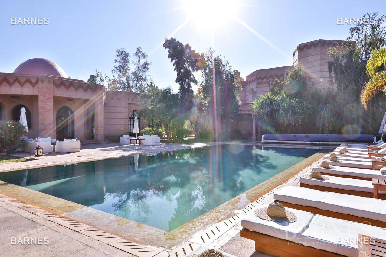Tres Belle Property located in the Palmeraie on a well planted one hectare park. Villa Moroccan architectural style used in guest house , 12 bedrooms ... picture 10