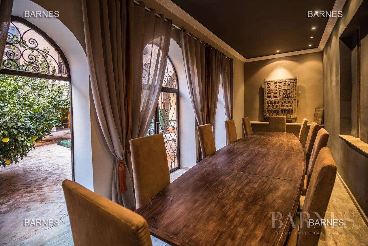Maison d'hôtes, 1000 m² habitables, 526 m² au sol, 7 suites, 7 salles de bains, salon, salle à manger, terrasse, piscine / jacuzzi, hammam. picture 5