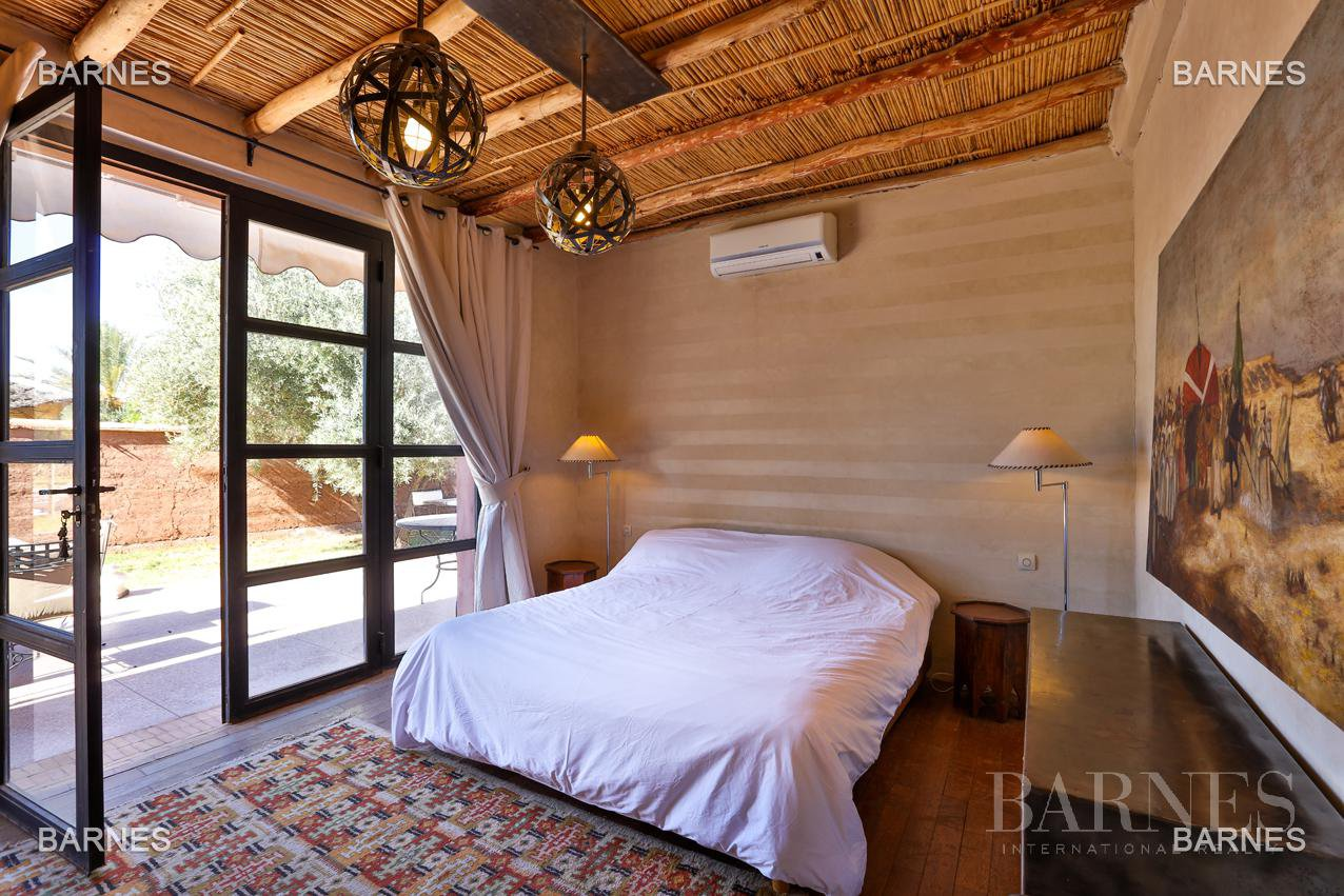 Luxurious contemporary villa located 15 minutes from downtown towards Fez picture 12