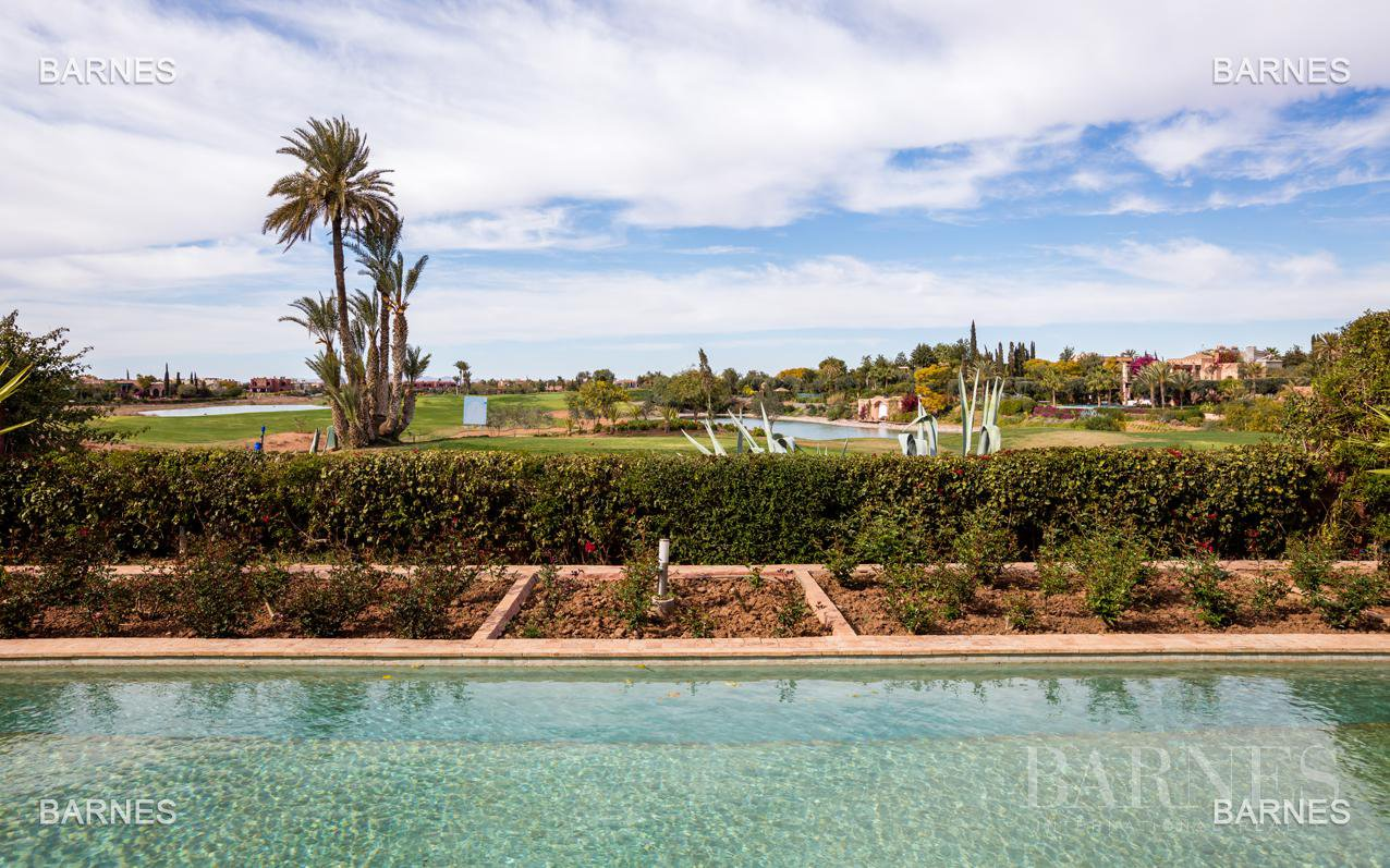 Magnificent villa with 2 swimming pools in the front line of the Golf Amelkis - Marrakech . Property sober Moroccan style and clean about 650 m², 4 suites ... picture 2