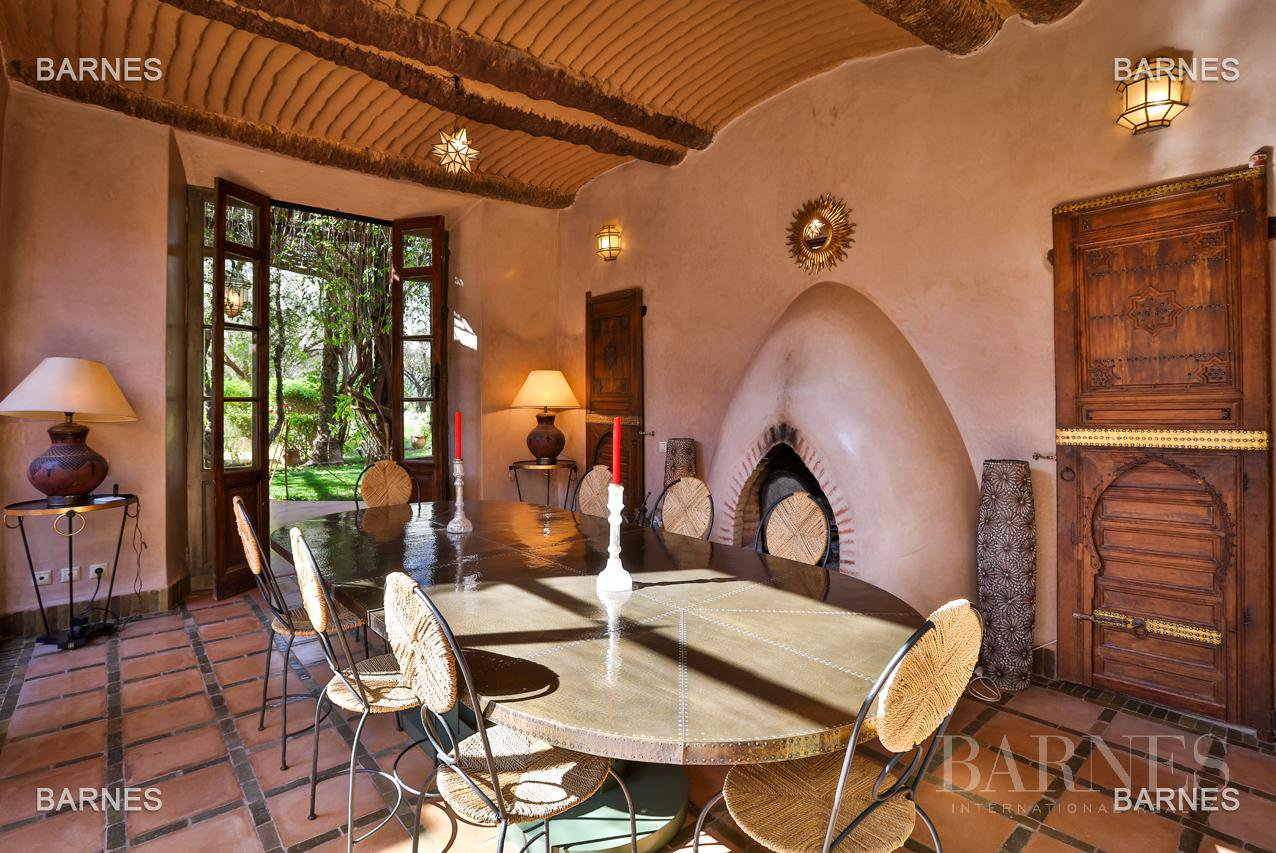 Very beautiful property of Moorish style with great opening implanted in an oasis of 2 hectares, combining comfort and style, 6 rooms and 2 swimming pool. picture 15