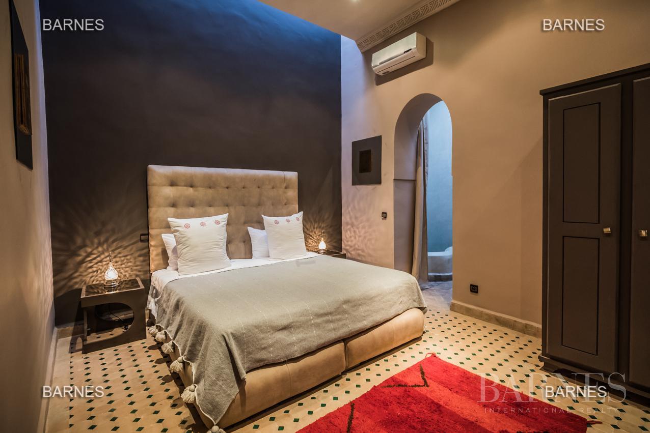 Maison d'hôtes, 1000 m² habitables, 526 m² au sol, 7 suites, 7 salles de bains, salon, salle à manger, terrasse, piscine / jacuzzi, hammam. picture 12