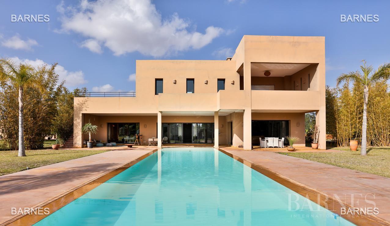 Villa contemporaine, 1 hectare, 700 m² habitables, 2 salons, 5 chambres, 5 salles de bains, piscine, terrasses. picture 17