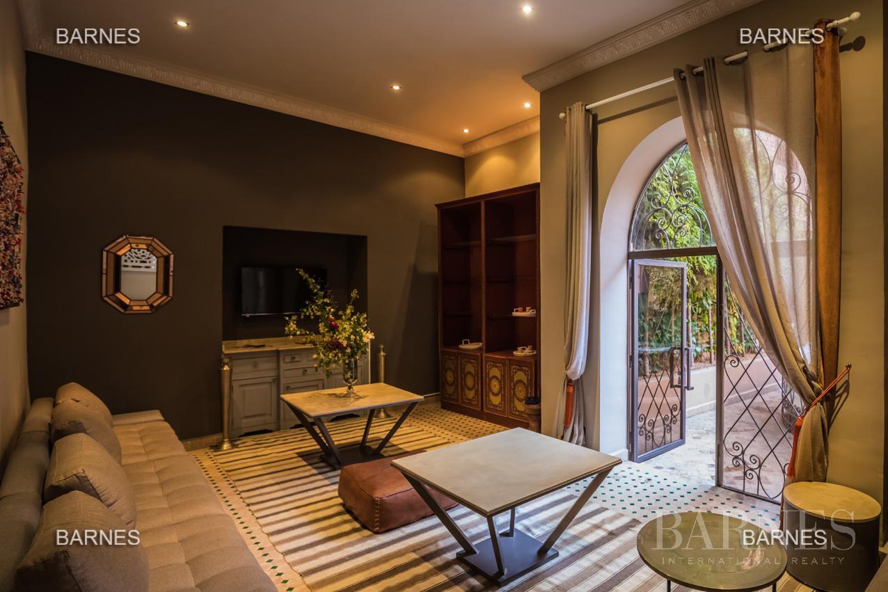 Maison d'hôtes, 1000 m² habitables, 526 m² au sol, 7 suites, 7 salles de bains, salon, salle à manger, terrasse, piscine / jacuzzi, hammam. picture 6
