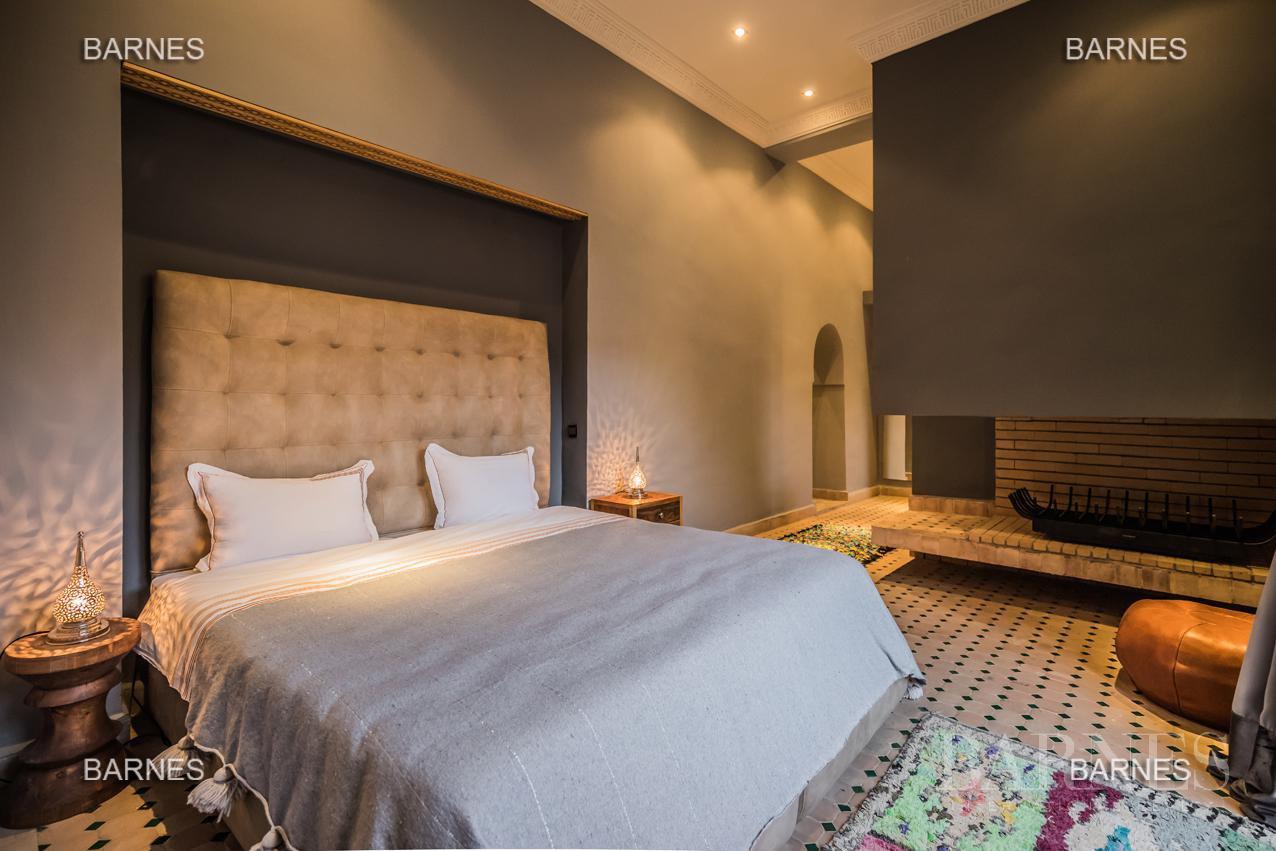 Maison d'hôtes, 1000 m² habitables, 526 m² au sol, 7 suites, 7 salles de bains, salon, salle à manger, terrasse, piscine / jacuzzi, hammam. picture 10