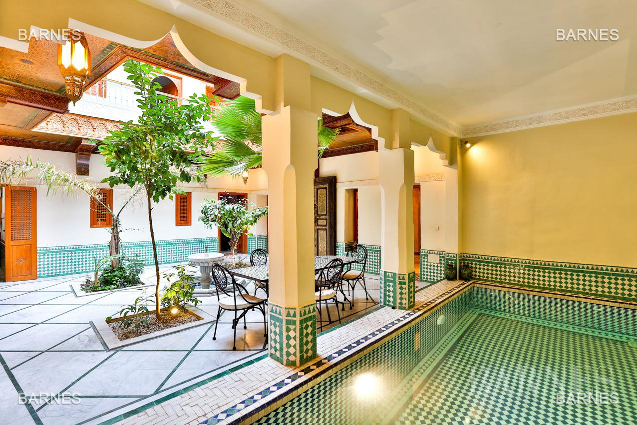 Riad , 6 suites, 6 baths, living room, fireplace , dining room , large pool , jacuzzi , patio, terrace, elevator. picture 10