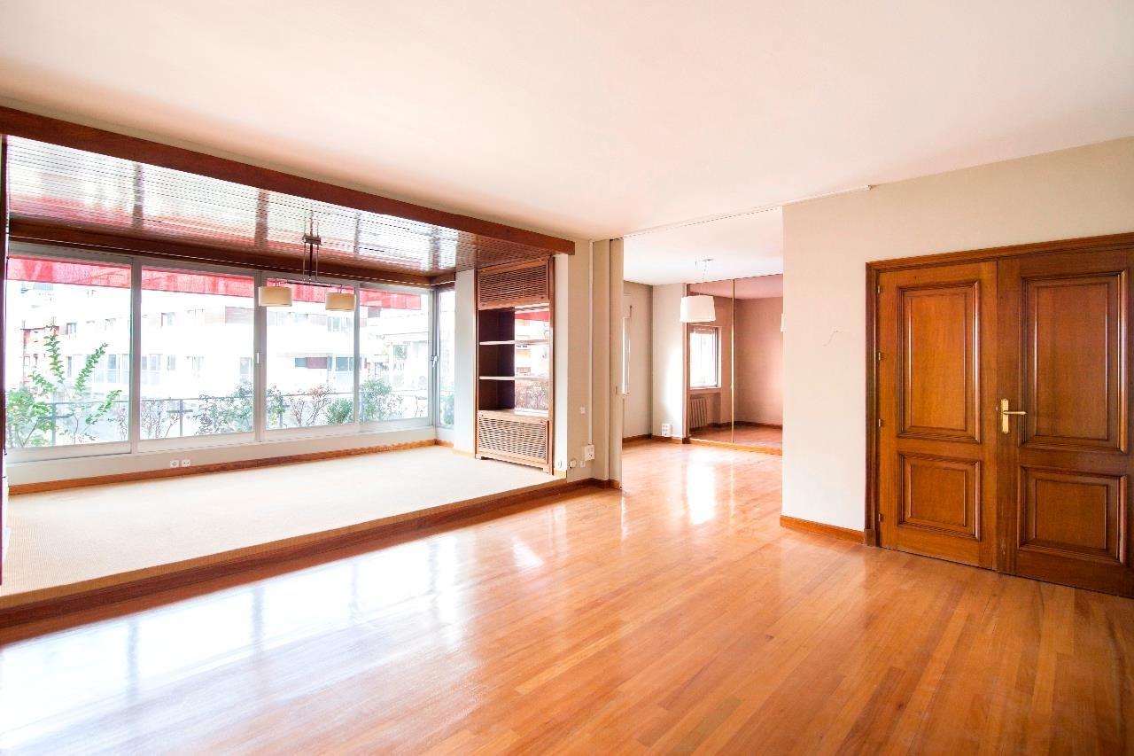 Madrid  - Piso 5 Cuartos 5 Habitaciones - picture 1