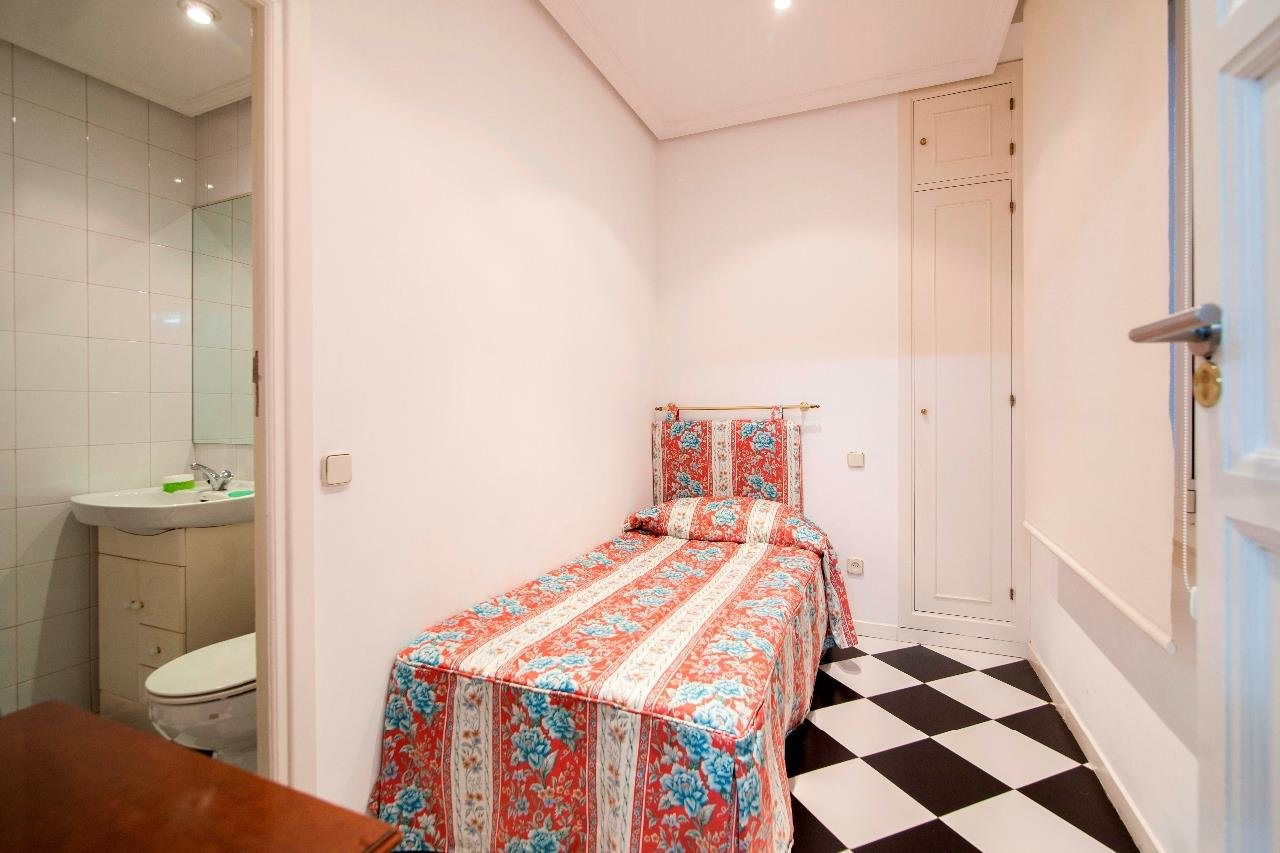 Madrid  - Apartment 4 Bedrooms - picture 9