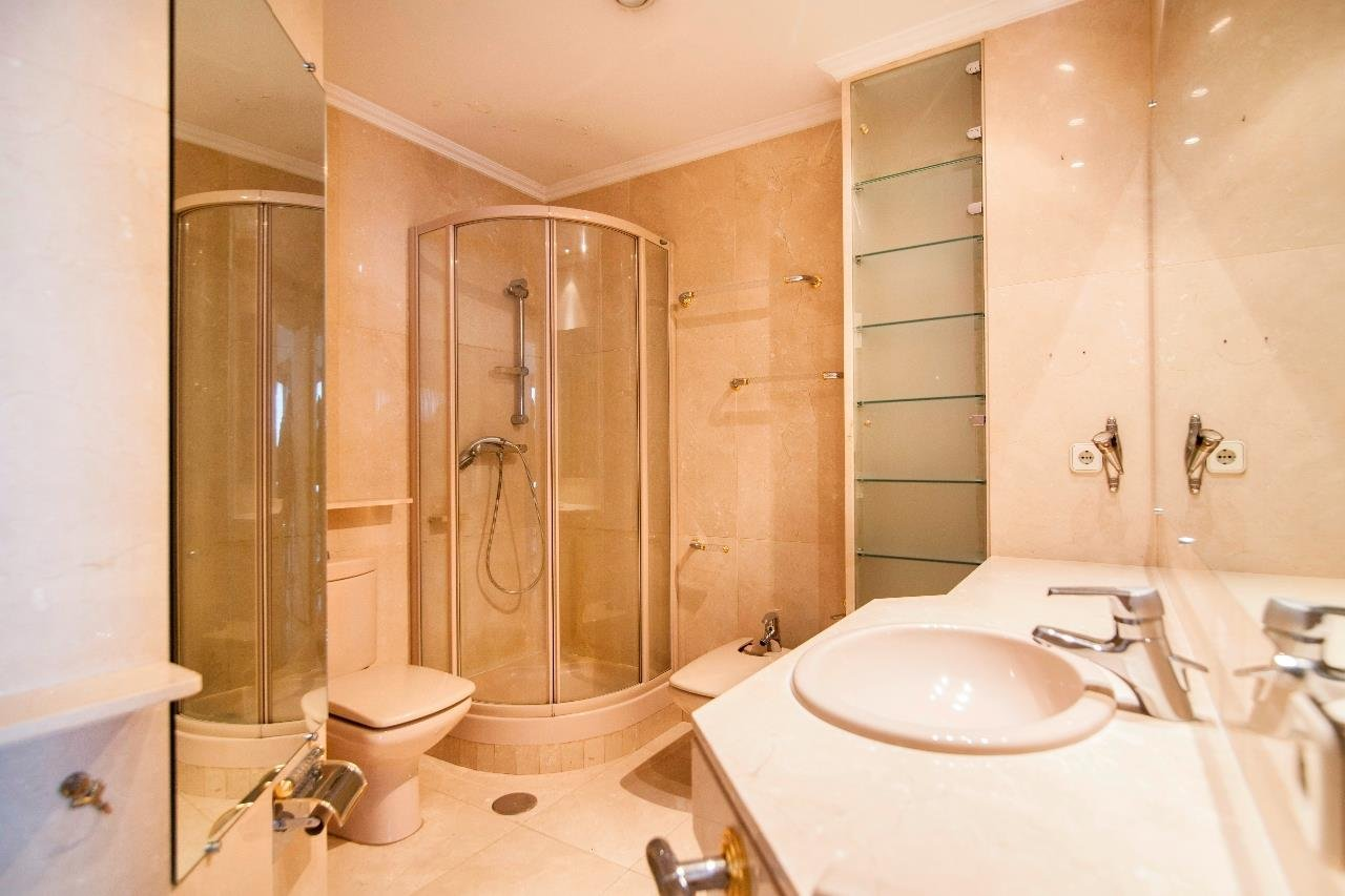 Madrid  - Apartment 4 Bedrooms - picture 12