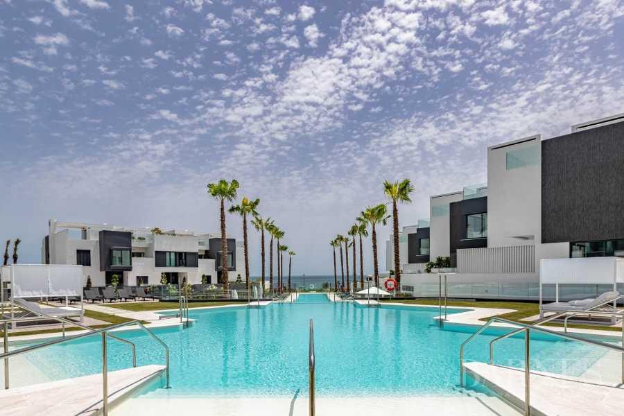 Apartamentos y áticos de lujo - Idílico junto al mar Estepona