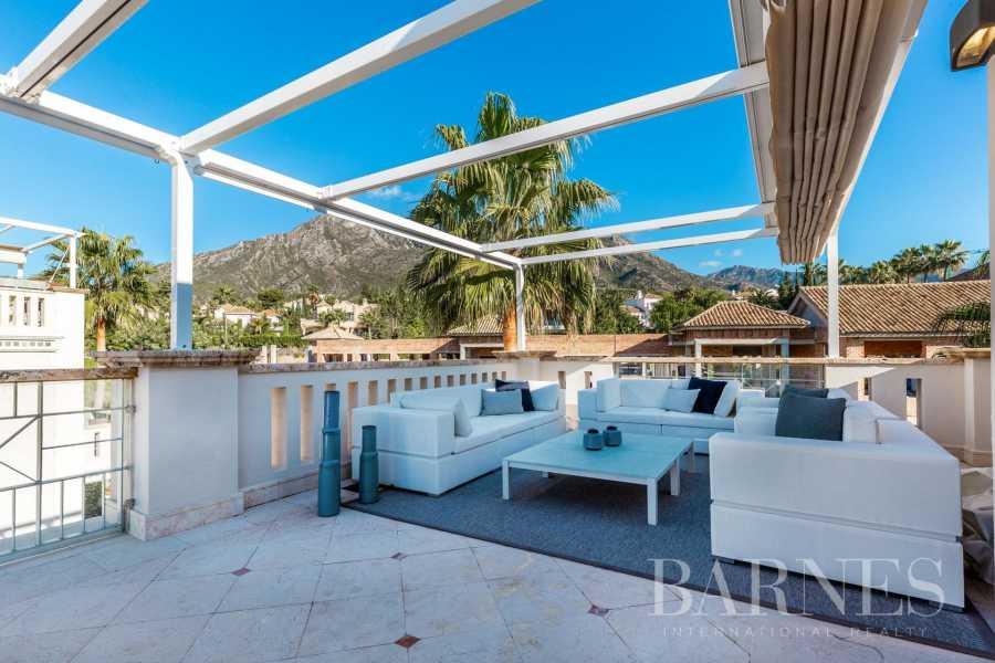 Marbella  - Casa adosada 15 Cuartos 5 Habitaciones