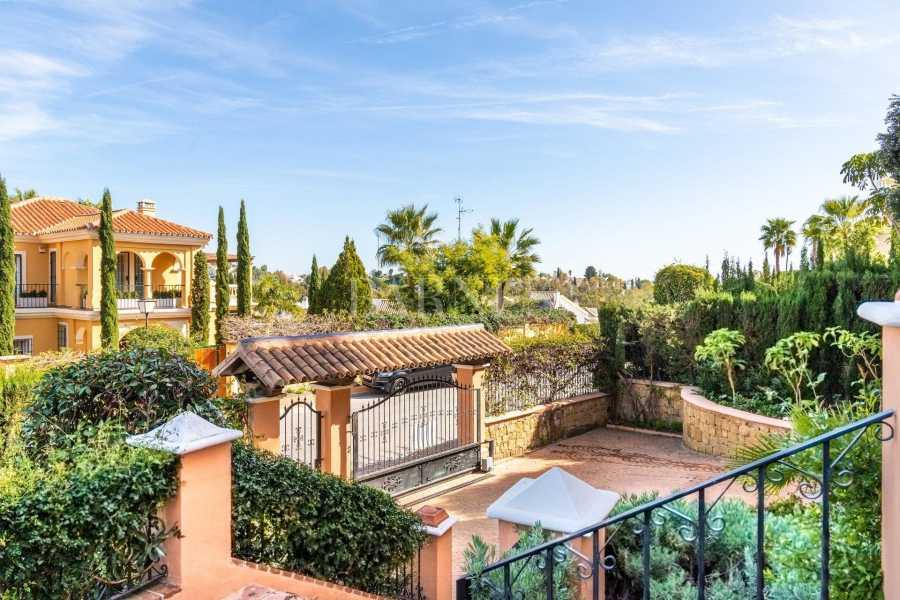 Nueva Andalucia  - Villa 15 Cuartos 4 Habitaciones