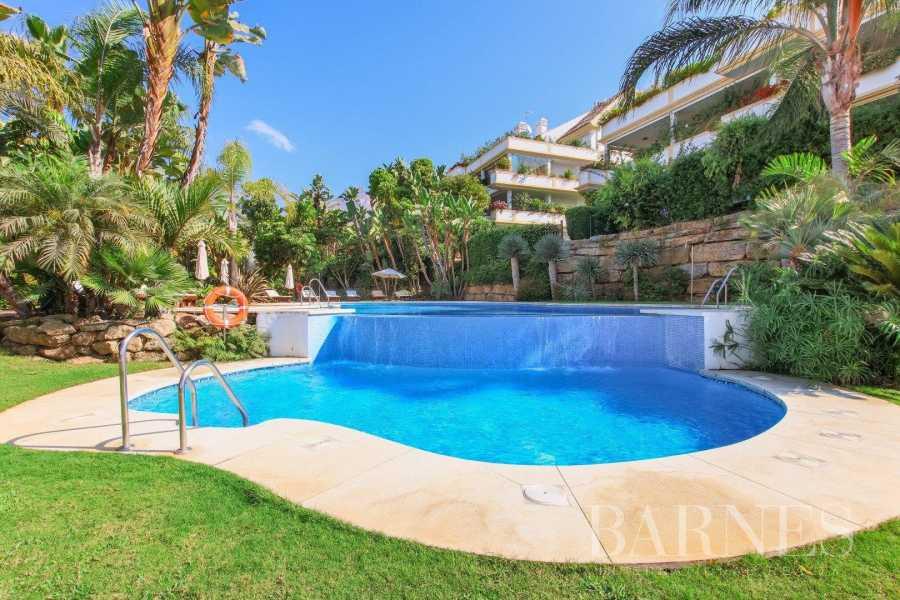 Marbella  - Piso 5 Cuartos 2 Habitaciones