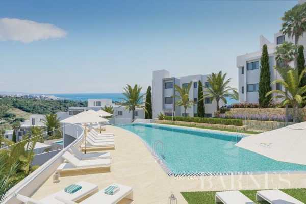 2 and 3 bedroom apartments on the golf course Estepona  -  ref 3723384 (picture 1)
