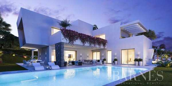 New Project of 3 Modern villas in Atalaya - Estepona Estepona  -  ref 4103242 (picture 2)