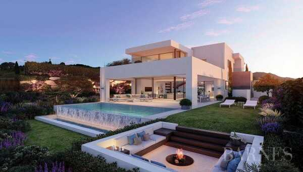 Frontline Golf Villas 3 to 6 Bedrooms Estepona  -  ref 3161223 (picture 1)