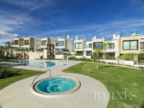 Contemporary spacious townhouses Nueva Andalucia  -  ref 3974922 (picture 1)