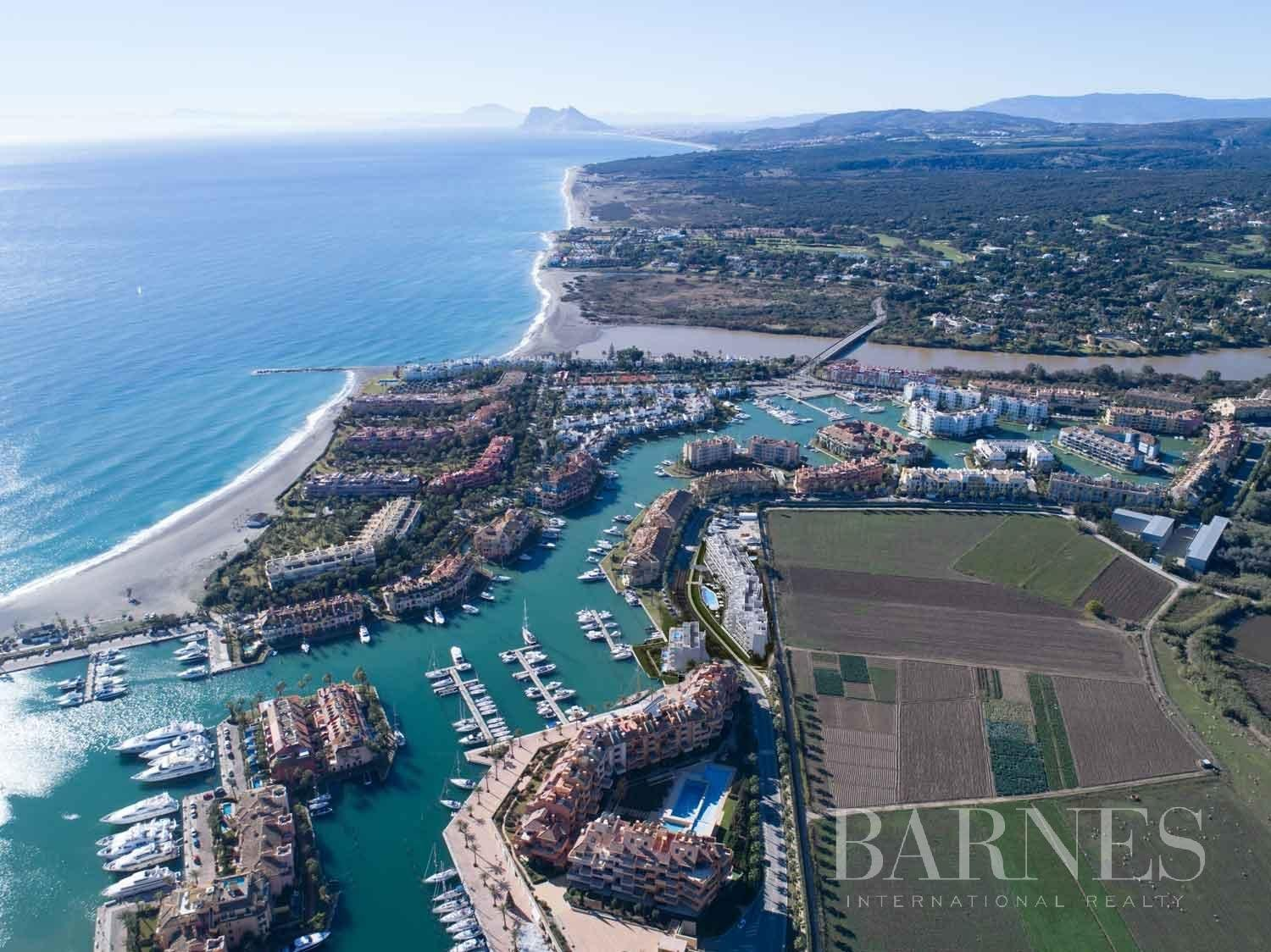 Sotogrande  - Penthouse 4 Bedrooms - picture 15