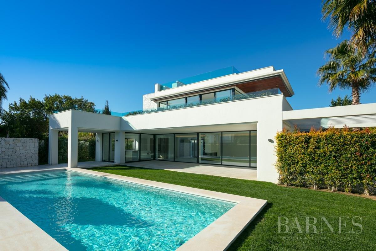 Estepona  - Villa 5 Cuartos 4 Habitaciones - picture 1