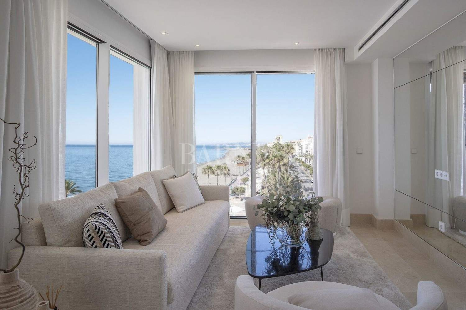 Estepona  - Apartment 2 Bedrooms - picture 2