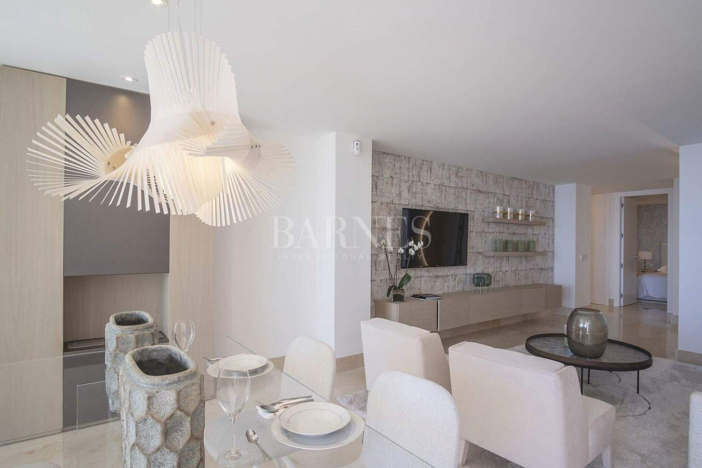 Estepona  - Apartment 2 Bedrooms - picture 11