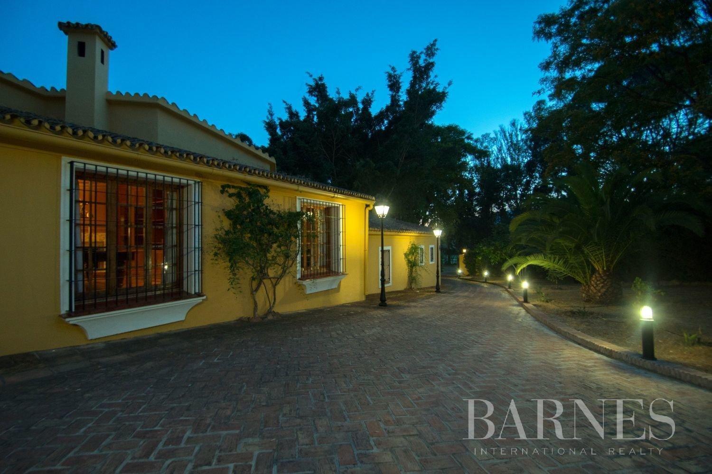 Estepona  - Villa 21 Cuartos 7 Habitaciones - picture 5