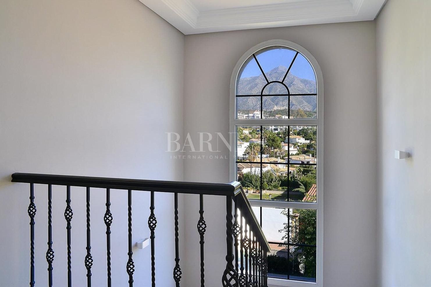 Nueva Andalucia  - Villa 15 Cuartos 4 Habitaciones - picture 8