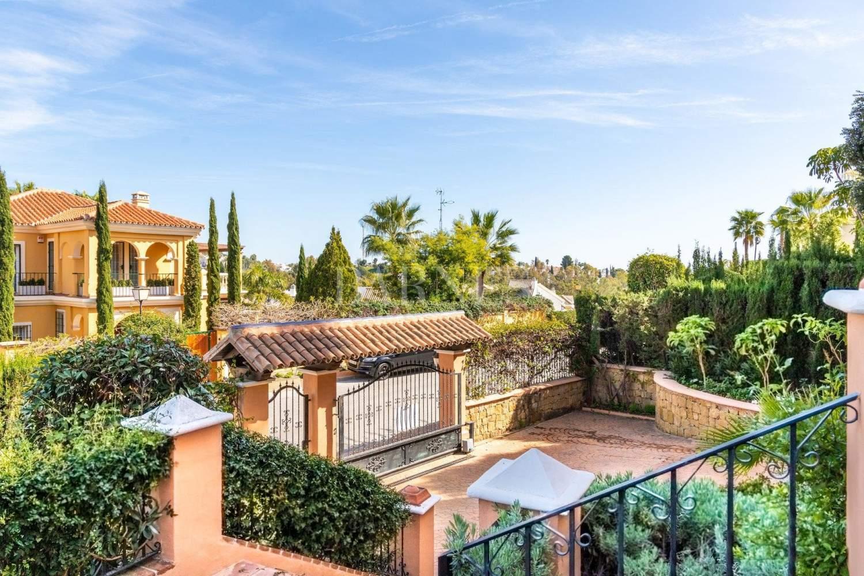 Nueva Andalucia  - Villa 15 Cuartos 4 Habitaciones - picture 2