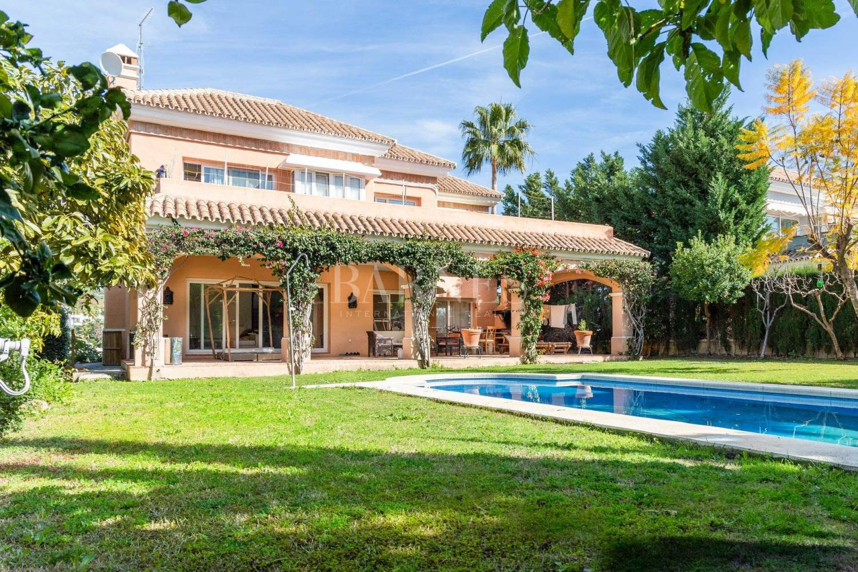 Nueva Andalucia  - Villa 15 Cuartos 4 Habitaciones - picture 1