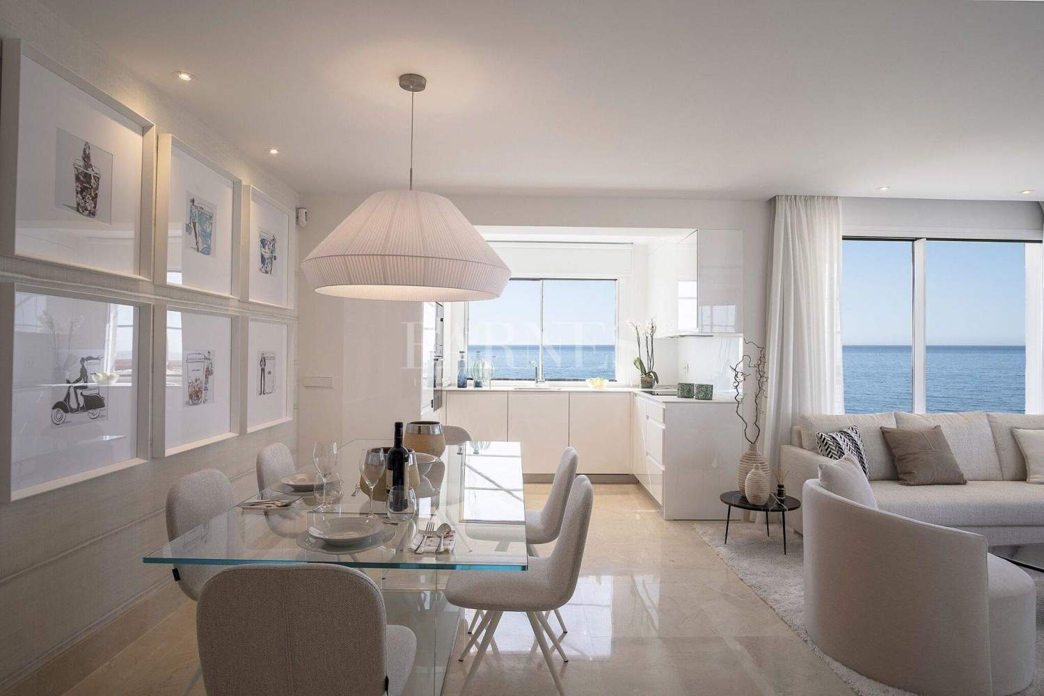 Estepona  - Apartment 2 Bedrooms - picture 3