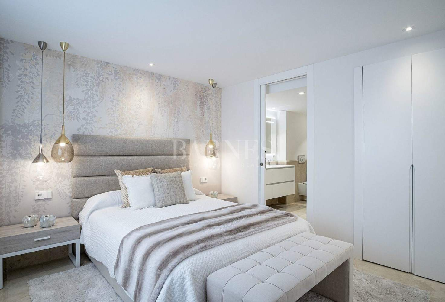Estepona  - Apartment 2 Bedrooms - picture 17