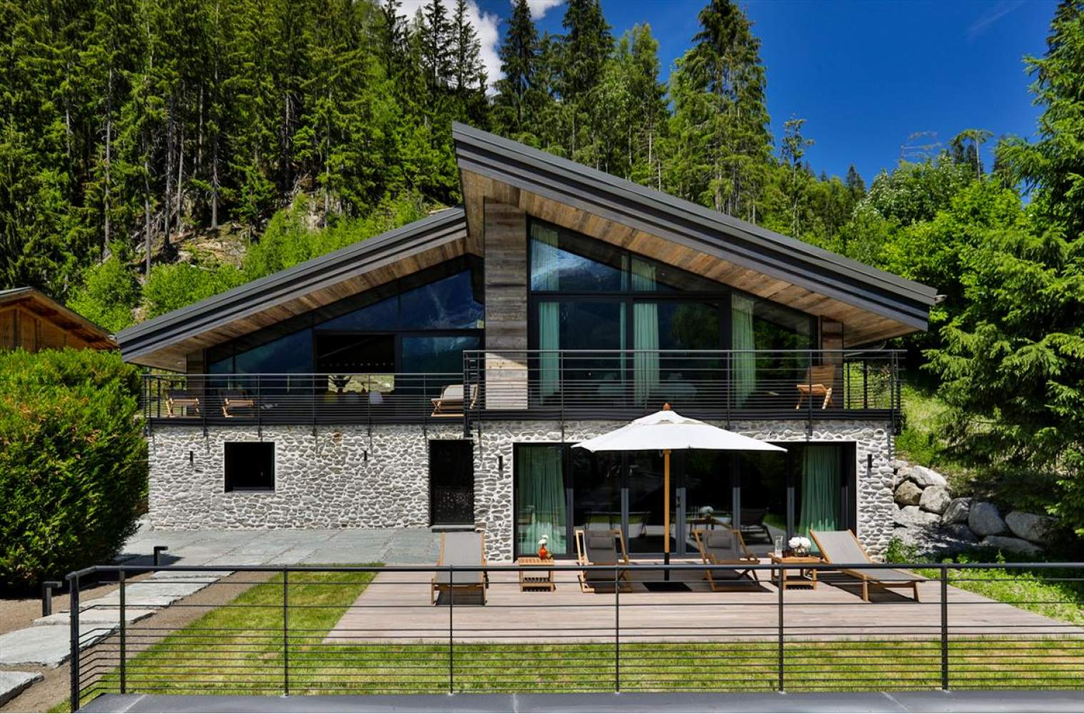Chalet ON THE ROCKS picture 1