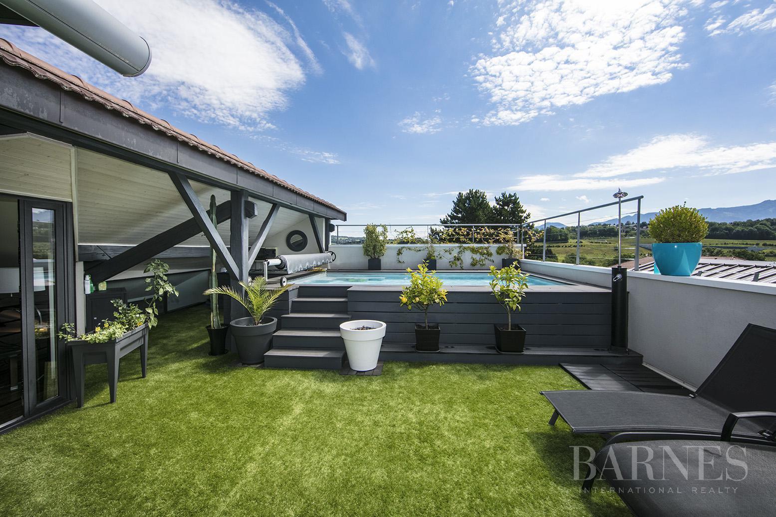 Exceptionnel Loft 6 pièces avec terrasse et piscine picture 2