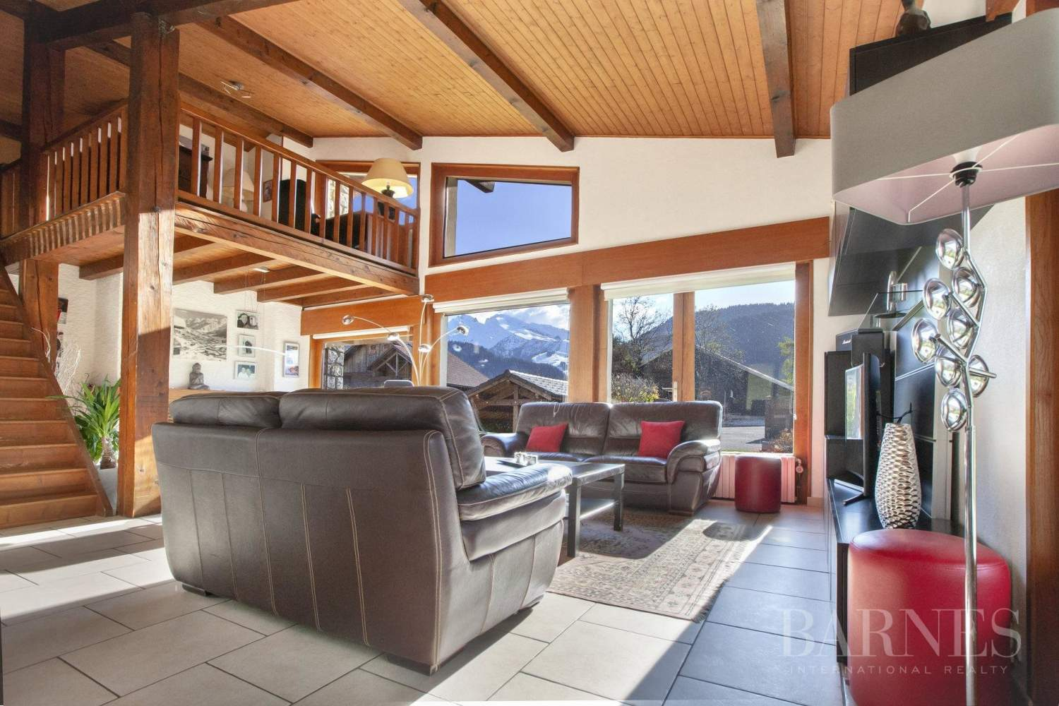 MAGNIFICENT CHALET OF 300 SQM WITH ATTACHED APARTMENT OF 55 SQM picture 5
