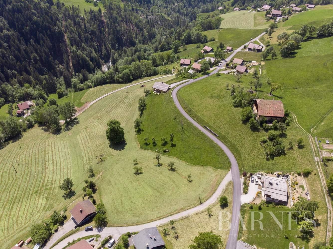 Terrain exceptionnel à 2 pas du centre de Manigod (possibilité de promotion immobilière) picture 2