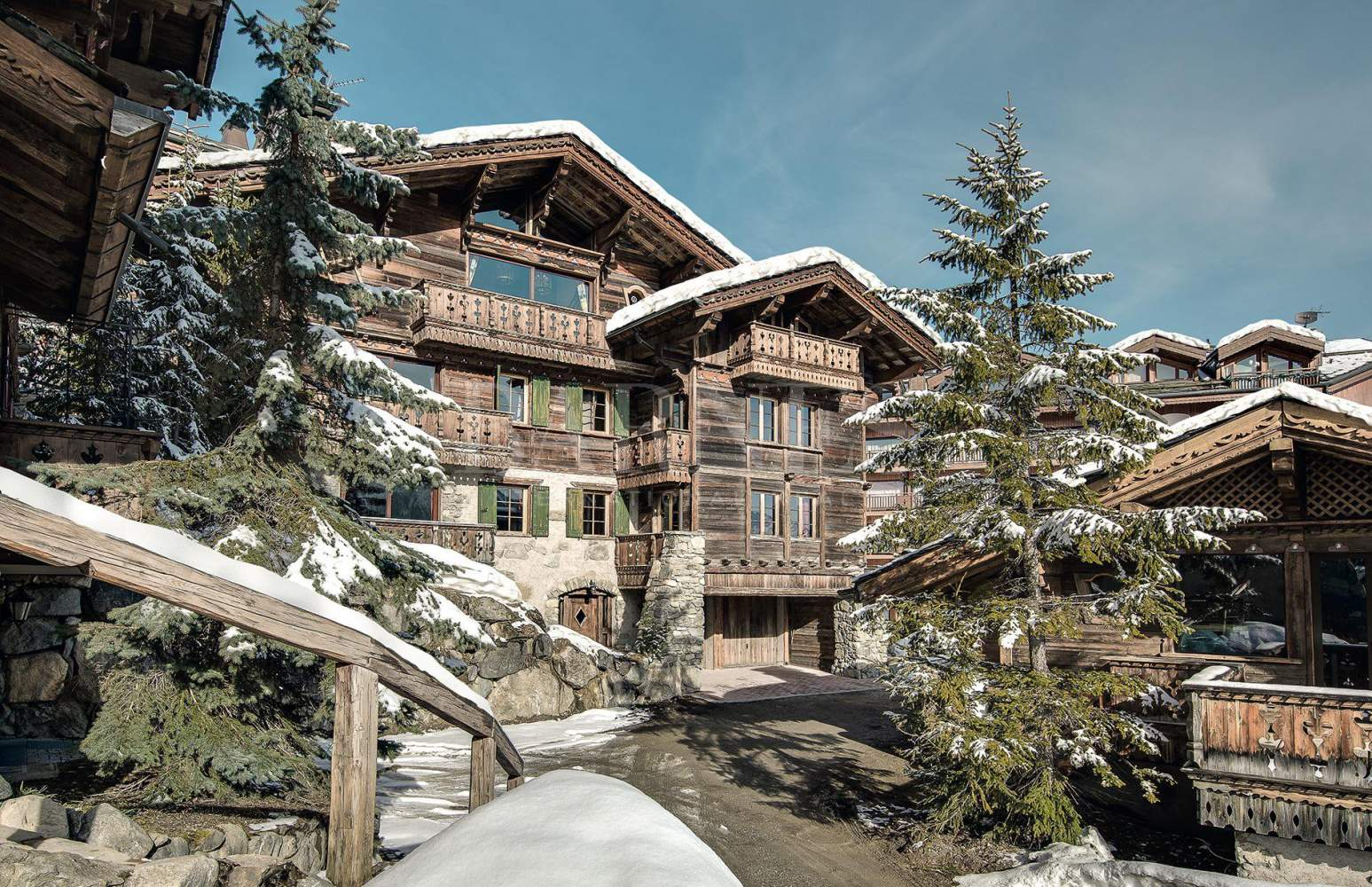 Courchevel  - Chalet  8 Chambres - picture 1