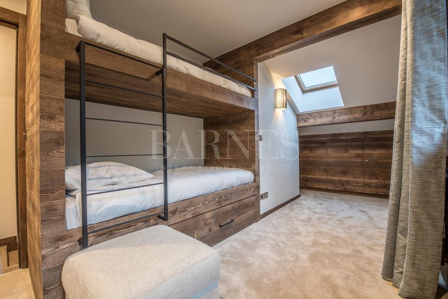 Newly renovated chalet with stunning mountain views picture 10
