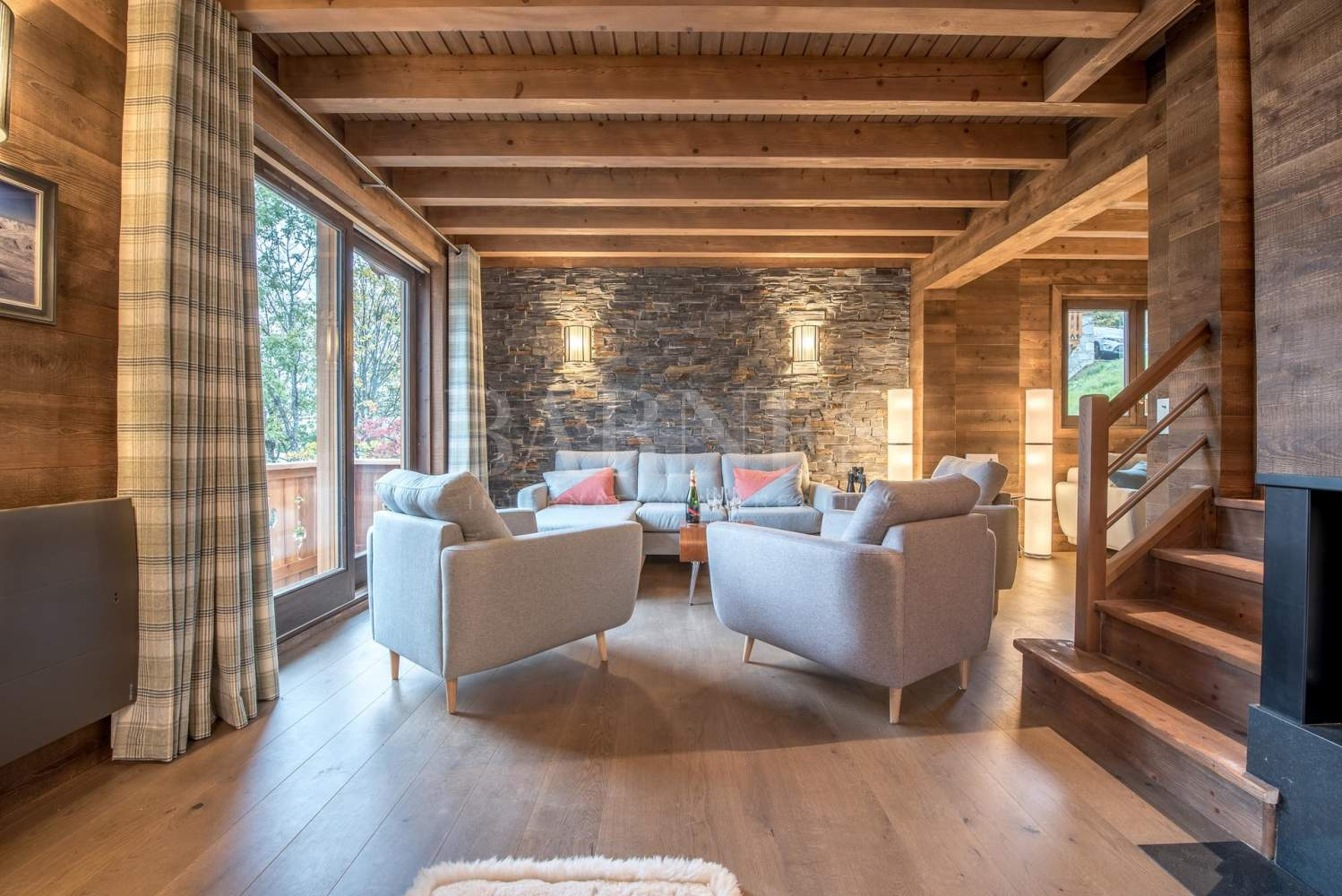 Newly renovated chalet with stunning mountain views picture 1