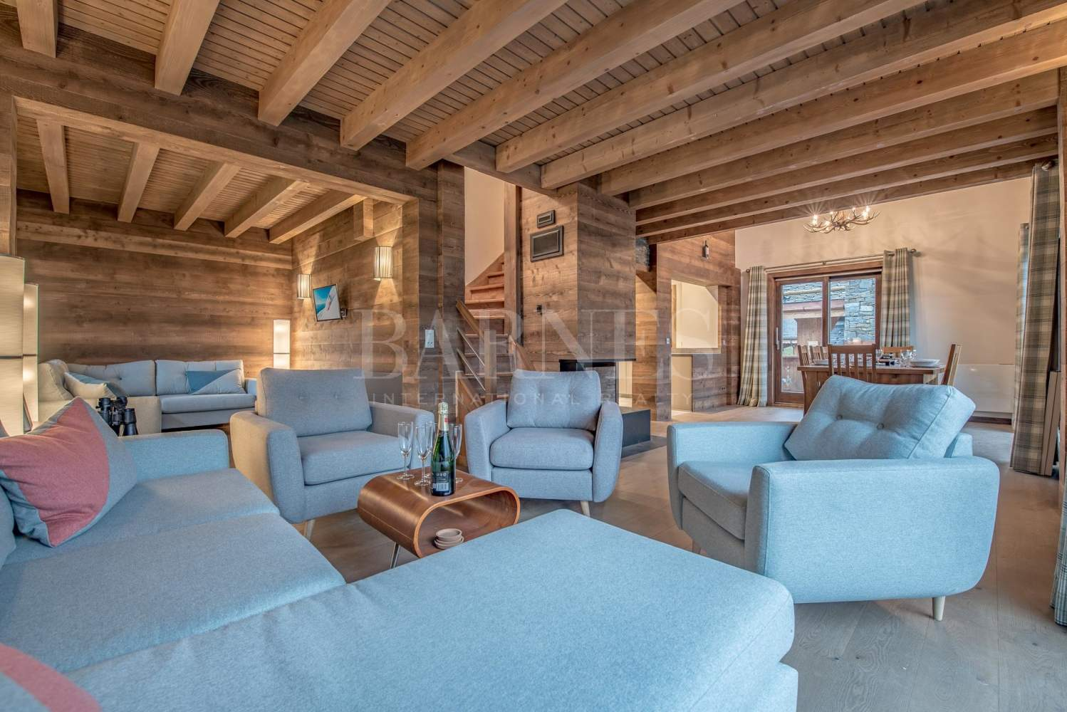 Newly renovated chalet with stunning mountain views picture 2