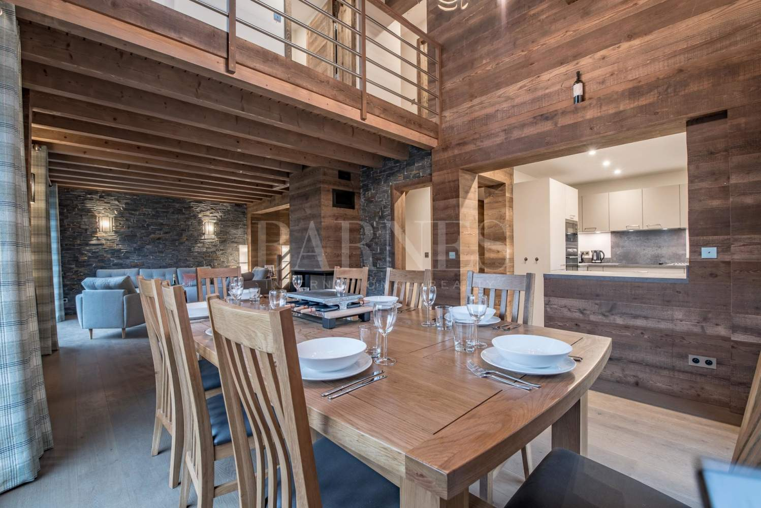 Newly renovated chalet with stunning mountain views picture 3
