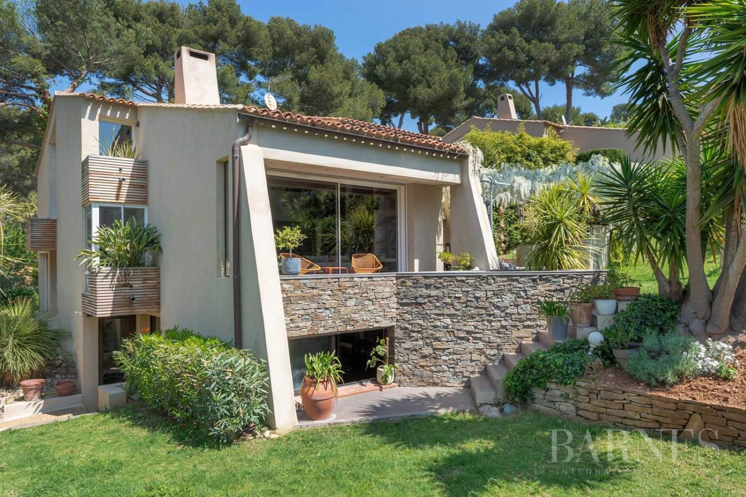 Vente - Sanary - La Cride - Villa d'architecte - Piscine - Proche plage et port picture 16