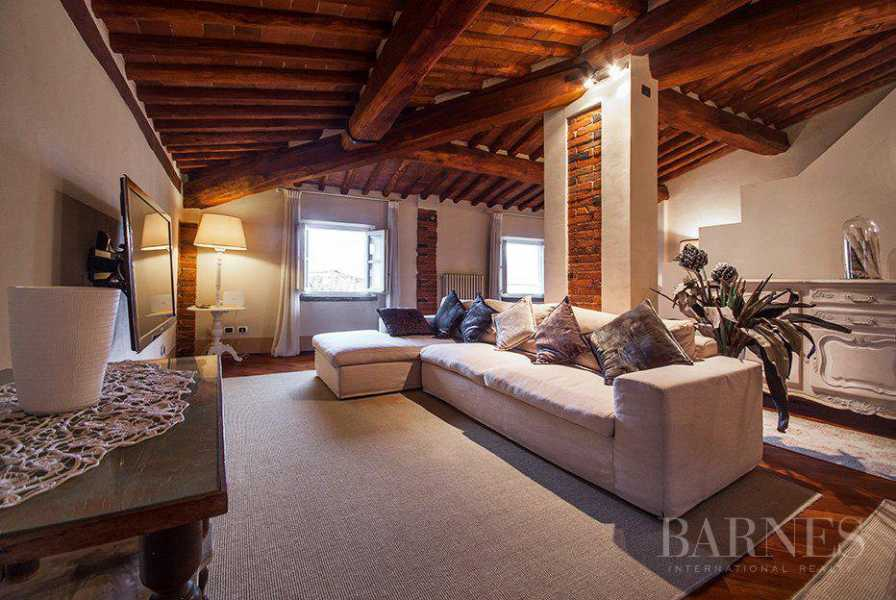 BRIGHT AND SPACIOUS FINELY FURNISHED APARTMENT INSIDE LUCCA WALLS picture 10
