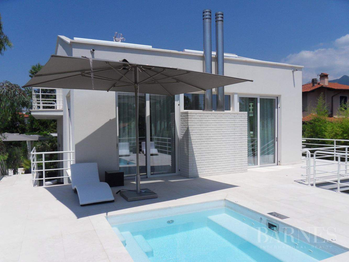 Modern style villa with nice terrace and Jacuzzi picture 4