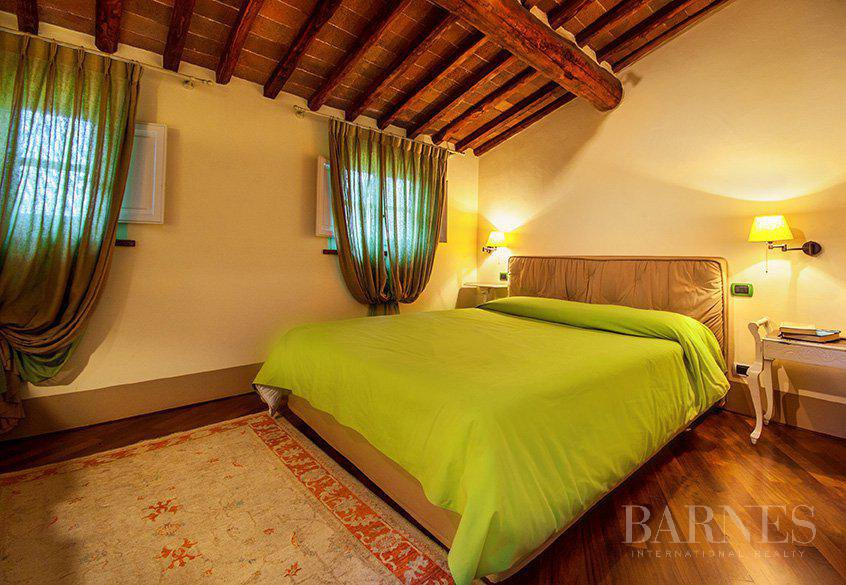 BRIGHT AND SPACIOUS FINELY FURNISHED APARTMENT INSIDE LUCCA WALLS picture 9