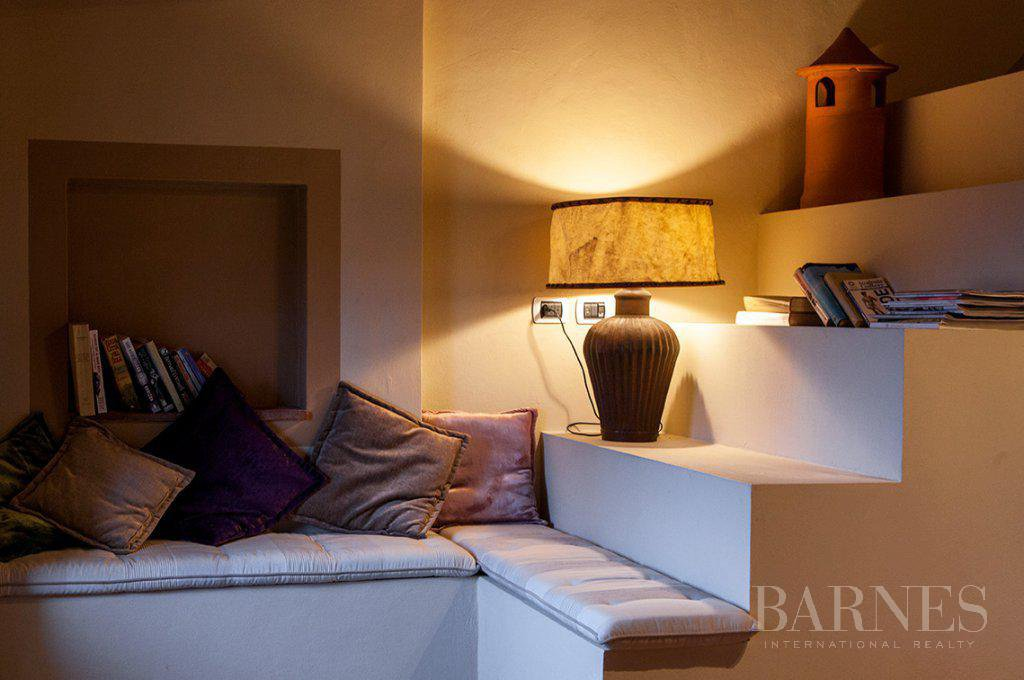 BRIGHT AND SPACIOUS FINELY FURNISHED APARTMENT INSIDE LUCCA WALLS picture 7