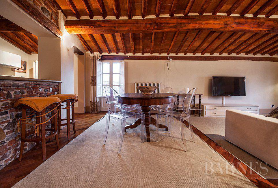 BRIGHT AND SPACIOUS FINELY FURNISHED APARTMENT INSIDE LUCCA WALLS picture 1