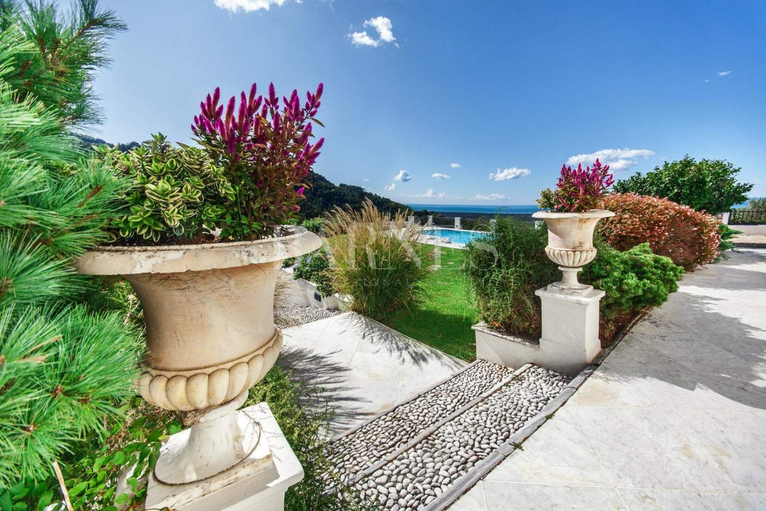 Villa with panoramic views on the sea and mountains, swimming pool picture 6